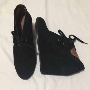 Lucky Brand 9.5 suede wedges booties boots black